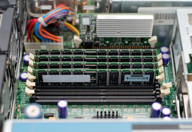 Cha đẻ Linux lại xỉ vả Intel, vì làm một linh kiện máy tính quan trọng gần như tuyệt chủng - Ảnh 1.