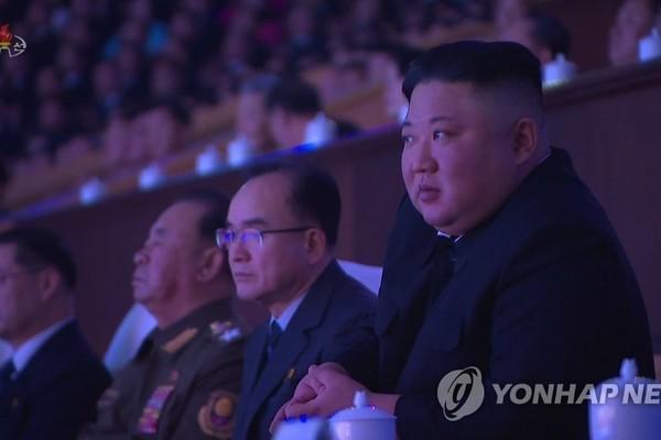 Bóng hồng đặc biệt vừa xuất hiện phía sau ông Kim Jong-un - Ảnh 3.