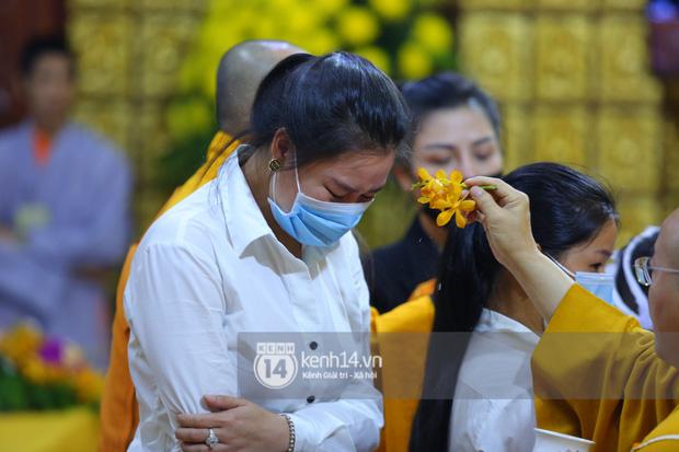 Xót xa hình ảnh bố mẹ Vân Quang Long lặng lẽ bên mộ phần của con trai, lên tiếng nói rõ chuyện không nhận cháu gây xôn xao - Ảnh 7.