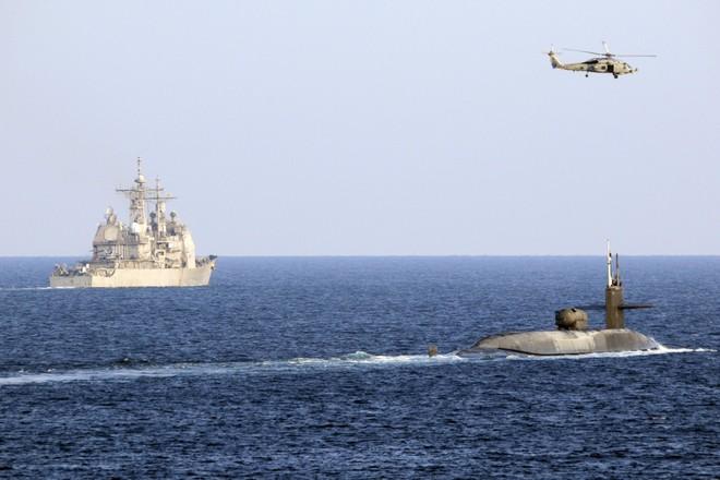 Trực thăng Iran bất ngờ đối mặt tàu ngầm hạt nhân Mỹ mang Tomahawk ở vùng Vịnh: Gay cấn - Ảnh 2.
