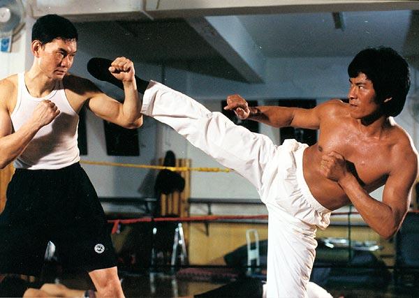 Ngôi sao võ thuật đánh gãy tay Lý Liên Kiệt, thẳng chân đá Ngô Kinh giờ ra sao ở tuổi 63? - Ảnh 2.