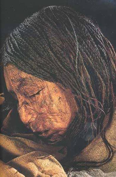 Xác ướp thiếu nữ mắc kẹt trong lớp băng 9 mét suốt 500 năm - Sự thật đằng sau khiến ai cũng xót xa - Ảnh 2.