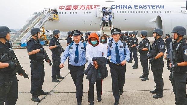 Những cú lừa bạc triệu mùa Covid-19 ở Trung Quốc: Hết lấy danh nghĩa từ thiện, giả làm giáo viên đến tự nhận là bệnh nhân không có tiền cách ly - Ảnh 2.