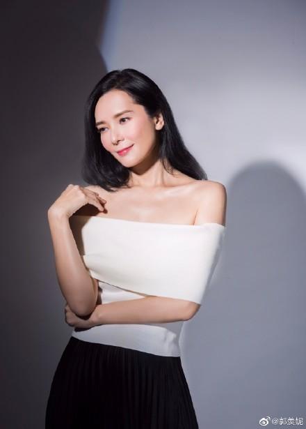 Hoa hậu Hong Kong mất sự nghiệp vì tai tiếng giật chồng, bỏ thai ra sao ở tuổi U50? - Ảnh 12.