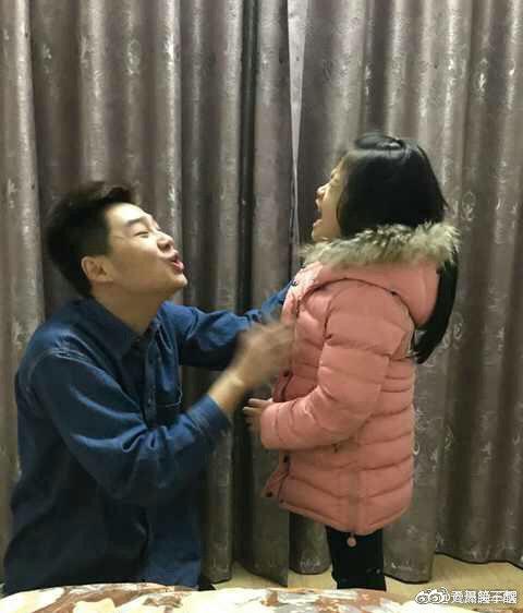 Chỉ diễn vài chiêu, em gái đã khiến anh trai phải mếu máo xin lỗi với biểu cảm khiến dân mạng cười bò - Ảnh 4.