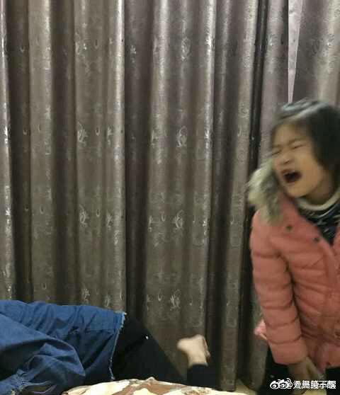 Chỉ diễn vài chiêu, em gái đã khiến anh trai phải mếu máo xin lỗi với biểu cảm khiến dân mạng cười bò - Ảnh 5.