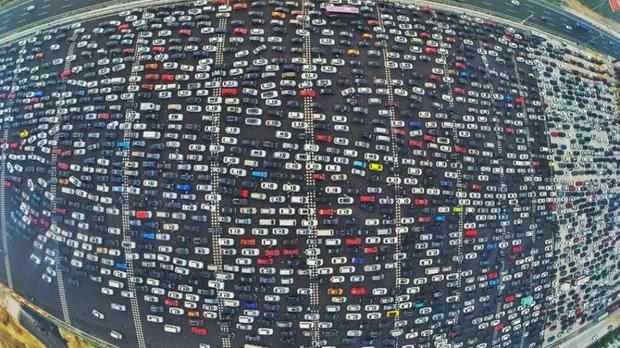 Hình ảnh lúc tắc đường vào giờ cao điểm ở các quốc gia trên thế giới: Đúng là mỗi nước mỗi khác, giao thông Việt Nam chưa hẳn tệ nhất - Ảnh 1.