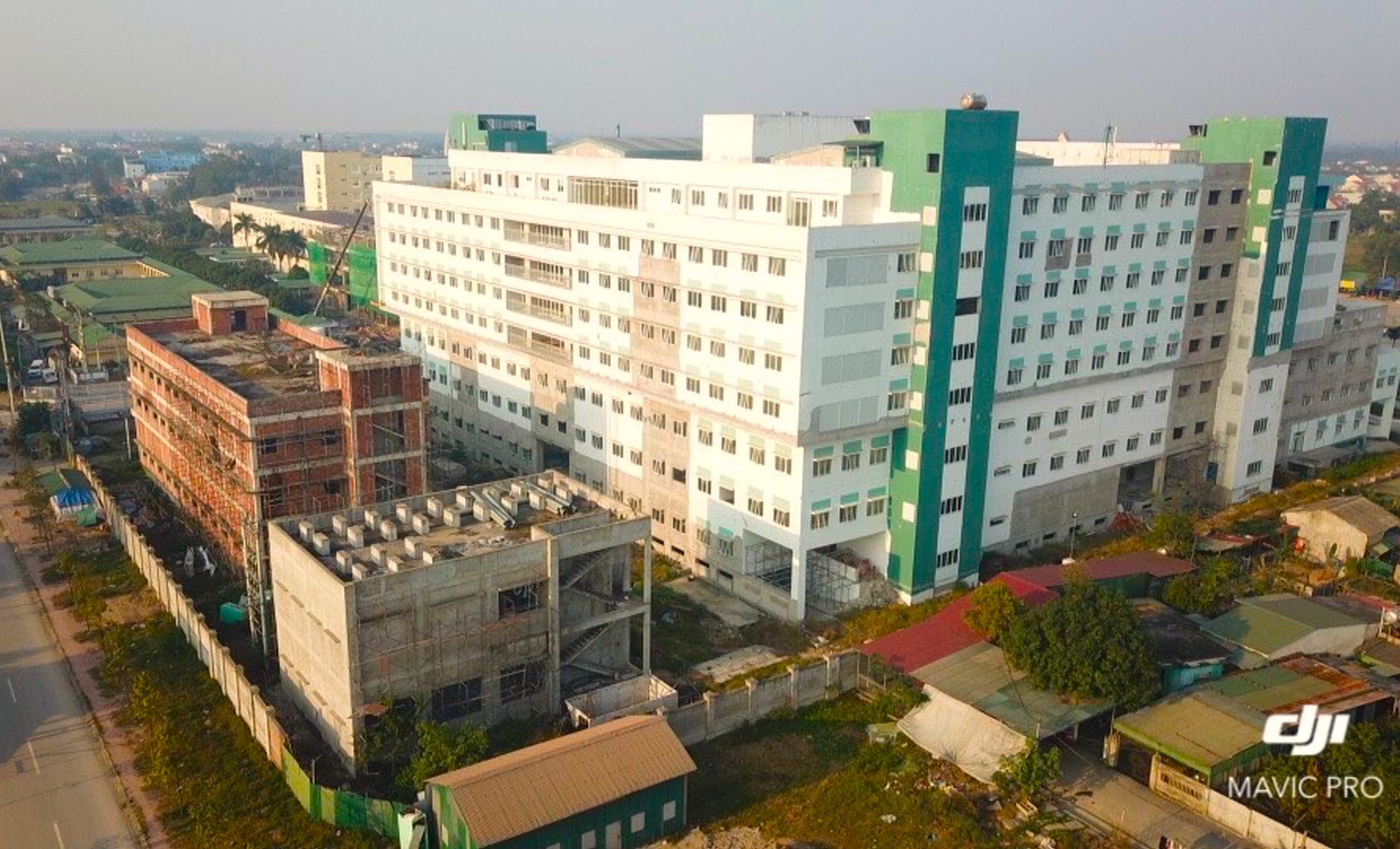 Cảnh nhếch nhác, cỏ mọc um tùm trong dự án bệnh viện nghìn tỷ lớn nhất Bắc Trung Bộ - Ảnh 2.