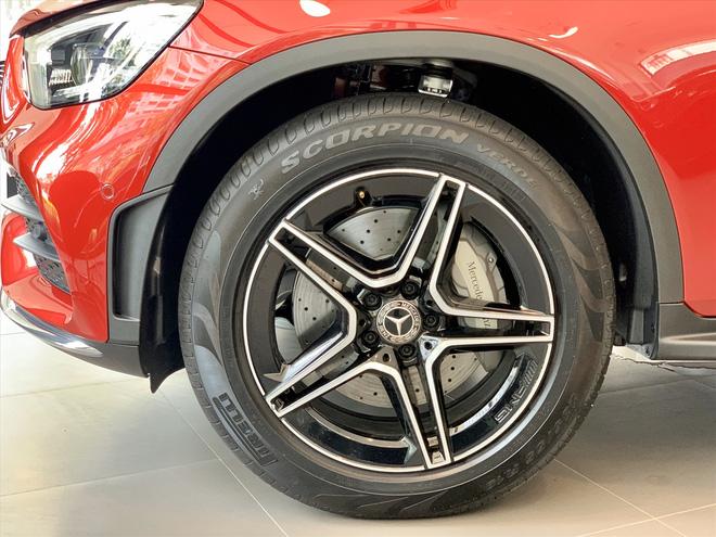 Người dùng phản ánh Mercedes-Benz GLC 300 cắt trang bị an toàn nhưng giá vẫn tăng 100 triệu đồng - Ảnh 2.