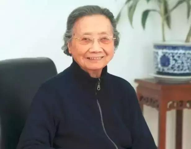 Bậc thầy Đông y 100 tuổi có mái tóc đen, hàm răng chắc khỏe: Nhờ kiên trì làm 1 động tác - Ảnh 3.