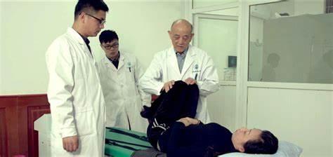 Quốc y Đại sư 84 tuổi có khí lực khỏe hơn người trẻ: Tôi đã kiên trì làm việc này trong nhiều thập kỷ - Ảnh 3.