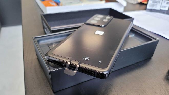 Một lỗ hổng trong thiết kế của dòng Galaxy S21 có thể khiến người dùng mắc sai lầm chí tử - Ảnh 2.