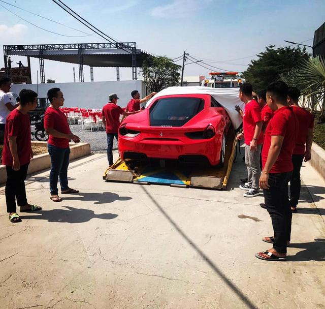 Vừa tậu McLaren 720S từng của Nguyễn Quốc Cường, đại gia lan đột biến lại vung tiền mua Ferrari 488 GTB - Ảnh 1.