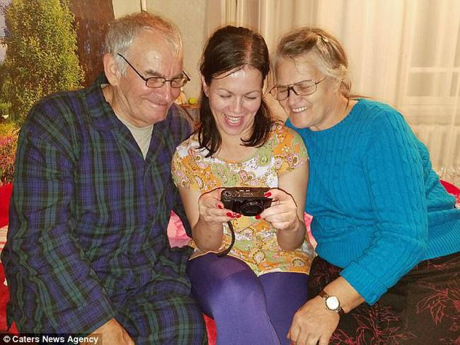 Bỏ ngoài tai lời dị nghị của hàng xóm về con gái, bố mẹ vẫn yêu thương con để rồi 39 năm sau sững sờ khi biết gốc gác đứa trẻ - Ảnh 3.