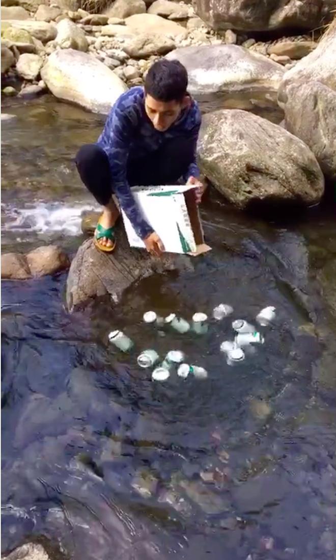 Đi cắm trại, thanh niên mang nguyên thùng bia vứt xuống suối trước khi uống, sự thật mới bất ngờ - ảnh 3