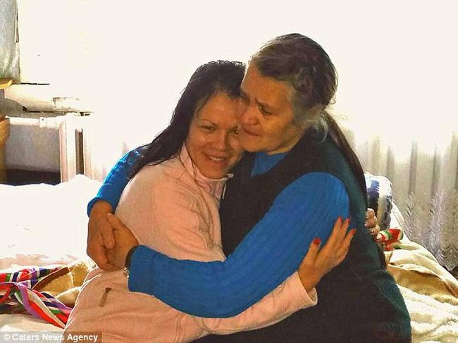 Bỏ ngoài tai lời dị nghị của hàng xóm về con gái, bố mẹ vẫn yêu thương con để rồi 39 năm sau sững sờ khi biết gốc gác đứa trẻ - Ảnh 4.