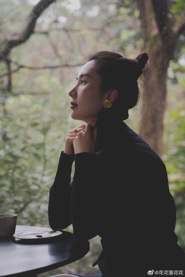 Sau 8 tháng đăng đàn bóc phốt chồng ngoại tình, vợ chủ tịch Taobao thăng hạng nhan sắc, vứt bỏ hình tượng bà nội trợ để làm doanh nhân - Ảnh 1.