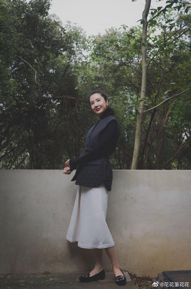 Sau 8 tháng đăng đàn bóc phốt chồng ngoại tình, vợ chủ tịch Taobao thăng hạng nhan sắc, vứt bỏ hình tượng bà nội trợ để làm doanh nhân - Ảnh 2.