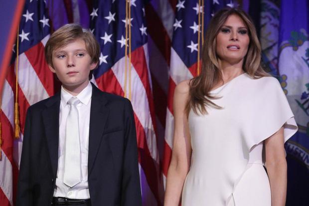 Nhìn lại 4 năm ở Nhà Trắng của cậu ấm Barron Trump: Dậy thì thành công hết nấc nhưng ngày càng làm fan chạnh lòng vì một chi tiết - Ảnh 1.