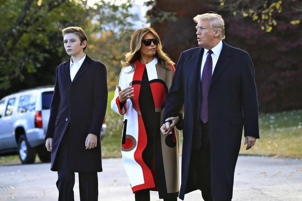 Nhìn lại 4 năm ở Nhà Trắng của cậu ấm Barron Trump: Dậy thì thành công hết nấc nhưng ngày càng làm fan chạnh lòng vì một chi tiết - Ảnh 4.