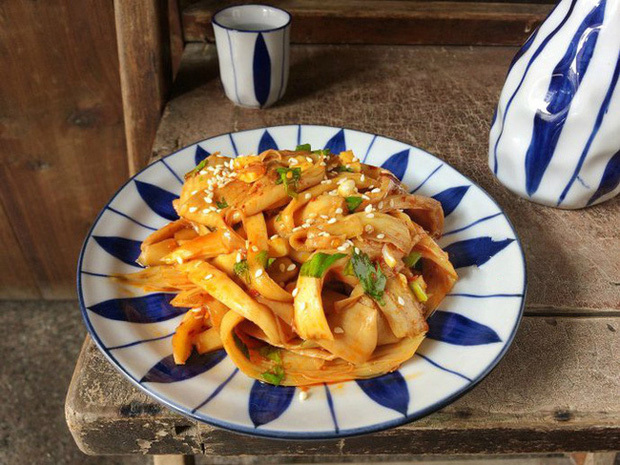 Cơm nóng trộn trứng sống - sa tế: Món ăn đang hot trên MXH mấy ngày nay, hóa ra lại dễ làm và vô cùng thơm ngon nhờ loại gia vị made in Việt Nam này - Ảnh 9.