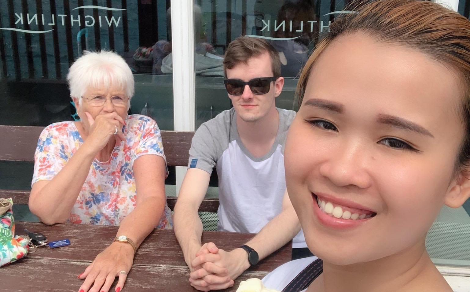 Kết hôn với chàng trai người Anh sau 14 ngày gặp mặt, cuộc sống của cô gái Việt ở trời Tây khiến tất cả bất ngờ