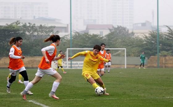 Thi đấu tập huấn: ĐT nữ Việt Nam thắng nữ Hà Nội 4-0 - Ảnh 1.