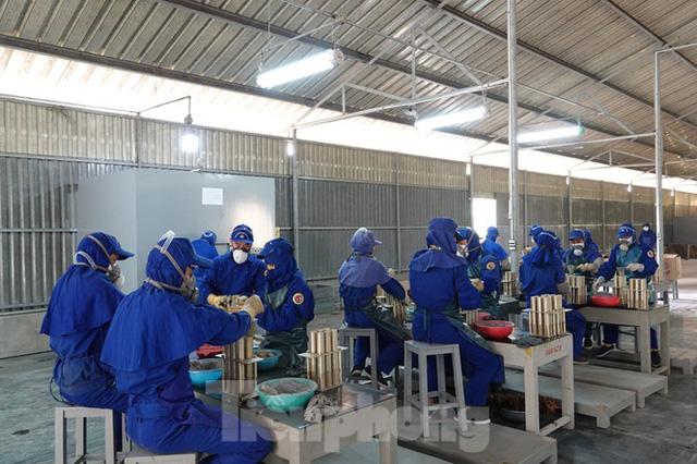 Khám phá nhà máy sản xuất pháo hoa duy nhất được cấp phép tại Việt Nam - Ảnh 4.