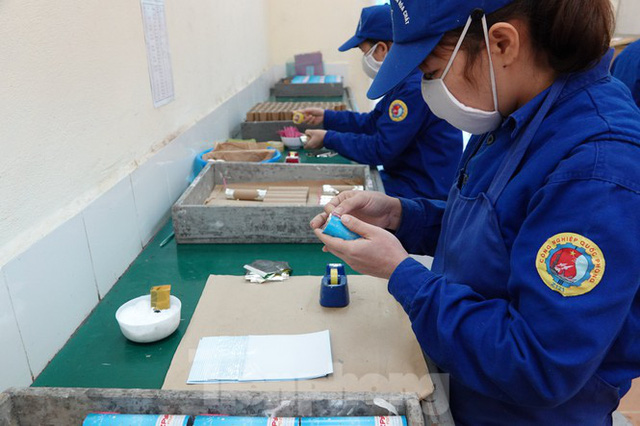 Khám phá nhà máy sản xuất pháo hoa duy nhất được cấp phép tại Việt Nam - Ảnh 10.
