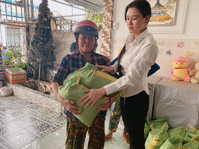 Vợ hai Vân Quang Long công khai tiền phúng viếng, có hành động gây bất ngờ sau tang lễ - Ảnh 4.