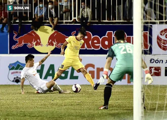 Phan Văn Đức ký hợp đồng bom tấn, nhận khoản tiền lót tay cao nhất lịch sử đội bóng - Ảnh 1.