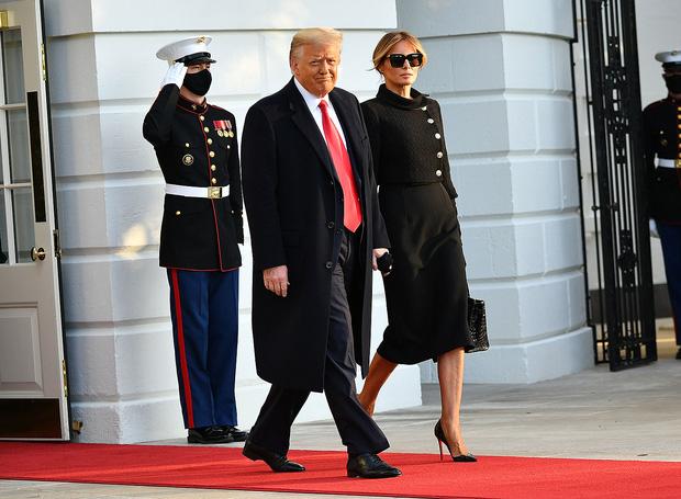 """""""Quý tử nước Mỹ"""" Barron Trump vắng mặt bí ẩn trong lễ chia tay của bố, nhưng đã âm thầm rời Nhà Trắng khi nào và ra sao? - Ảnh 1."""