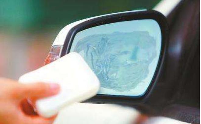 Bác tài lâu năm chia sẻ thứ đồ bình dân đặt trong xe, vừa khử mùi lại giúp lái xe an toàn - Ai cũng có sẵn trong nhà - Ảnh 1.
