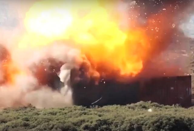 """Iran đăng ảnh ông Trump bị máy bay ném bom ngắm bắn, tuyên bố """"báo thù là không thể tránh khỏi""""! - Ảnh 1."""