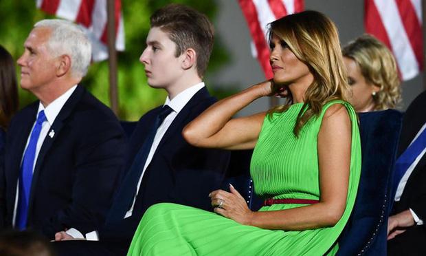 """""""Quý tử nước Mỹ"""" Barron Trump vắng mặt bí ẩn trong lễ chia tay của bố, nhưng đã âm thầm rời Nhà Trắng khi nào và ra sao? - Ảnh 3."""