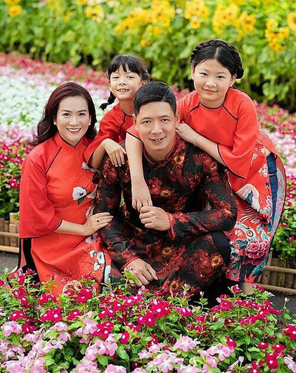 Gia đình Bình Minh - Anh Thơ.