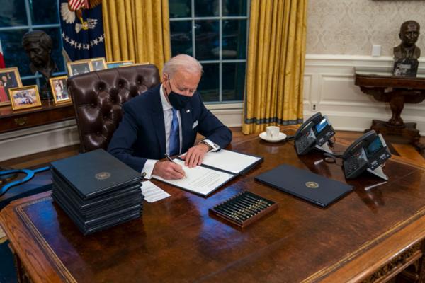 TT Biden bỏ nút gọi nước ngọt trên bàn làm việc của ông Trump - ảnh 3