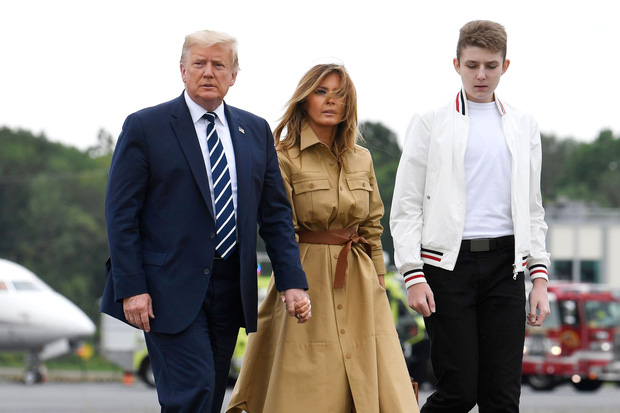 """""""Quý tử nước Mỹ"""" Barron Trump vắng mặt bí ẩn trong lễ chia tay của bố, nhưng đã âm thầm rời Nhà Trắng khi nào và ra sao? - Ảnh 4."""