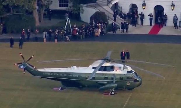 """""""Quý tử nước Mỹ"""" Barron Trump vắng mặt bí ẩn trong lễ chia tay của bố, nhưng đã âm thầm rời Nhà Trắng khi nào và ra sao? - Ảnh 5."""