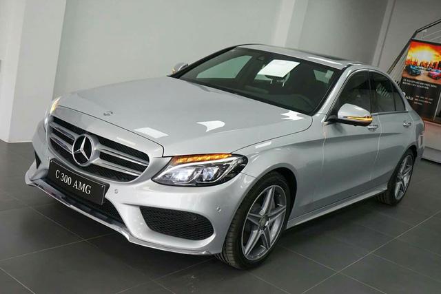 Méo mặt với giá sửa Mercedes-Benz C 300 AMG hỏng giảm xóc hơn 250 triệu đồng - Ảnh 2.