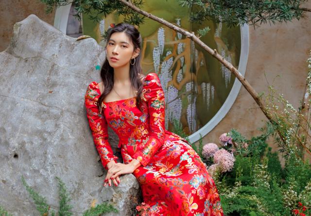 Gánh vác trọng trách kế nghiệp cơ ngơi hàng nghìn tỷ, ái nữ nhà Alphanam còn chụp ảnh quảng cáo xuất sắc như người mẫu chuyên nghiệp - Ảnh 1.