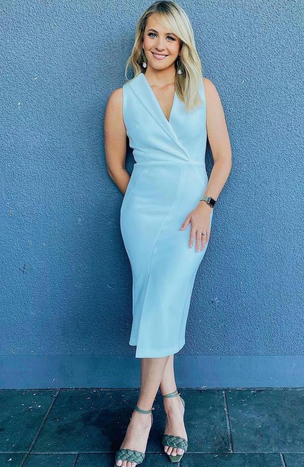 Chiếc váy gây lú mạnh không kém huyền thoại xanh đen hay vàng trắng năm nào: Chỉ có 1% người cực tỉnh mới nhìn đúng đây là màu gì - Ảnh 1.