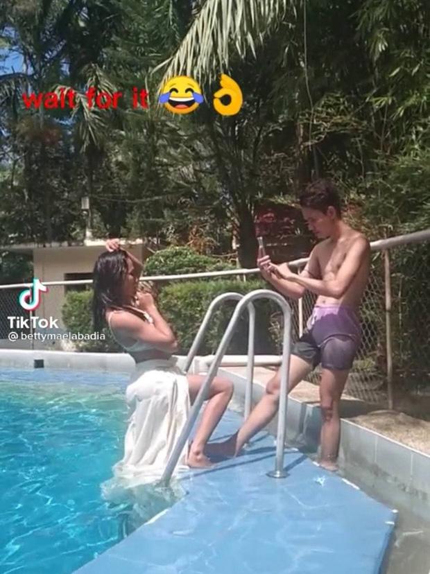 Thiếu nữ đầu tư hẳn váy áo thướt tha để chụp hình sống ảo dưới nước, nhưng kết cục thành series ảnh như poster phim Khóc thét - Ảnh 3.