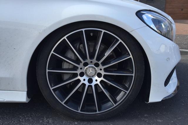 Méo mặt với giá sửa Mercedes-Benz C 300 AMG hỏng giảm xóc hơn 250 triệu đồng - Ảnh 4.