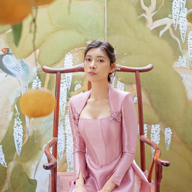 Gánh vác trọng trách kế nghiệp cơ ngơi hàng nghìn tỷ, ái nữ nhà Alphanam còn chụp ảnh quảng cáo xuất sắc như người mẫu chuyên nghiệp - Ảnh 4.