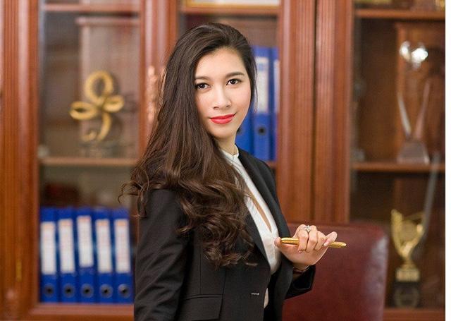 Gánh vác trọng trách kế nghiệp cơ ngơi hàng nghìn tỷ, ái nữ nhà Alphanam còn chụp ảnh quảng cáo xuất sắc như người mẫu chuyên nghiệp - Ảnh 6.