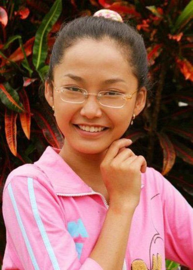 Nhỏ Hạnh trong Kính Vạn Hoa sau 16 năm: Nhận học bổng khi đang đóng phim, đi du học, giờ làm cô giáo xinh hack tuổi - Ảnh 1.