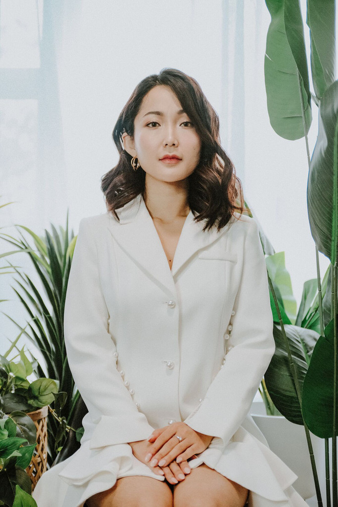 Nhỏ Hạnh trong Kính Vạn Hoa sau 16 năm: Nhận học bổng khi đang đóng phim, đi du học, giờ làm cô giáo xinh hack tuổi - Ảnh 2.