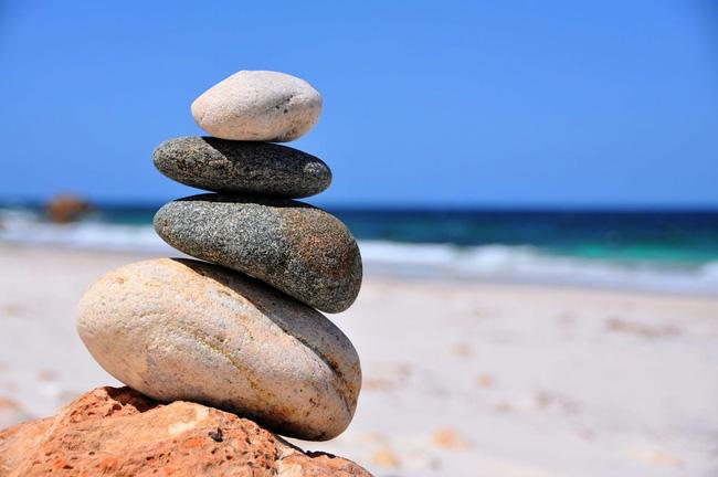 Nghệ thuật xếp đá thăng bằng: Phía sau trào lưu nghệ thuật tinh tế là hiểm họa to lớn không ai ngờ, càng không dễ dàng nhìn thấy ngay - Ảnh 1.