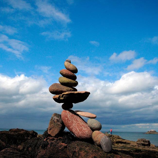 Nghệ thuật xếp đá thăng bằng: Phía sau trào lưu nghệ thuật tinh tế là hiểm họa to lớn không ai ngờ, càng không dễ dàng nhìn thấy ngay - Ảnh 3.